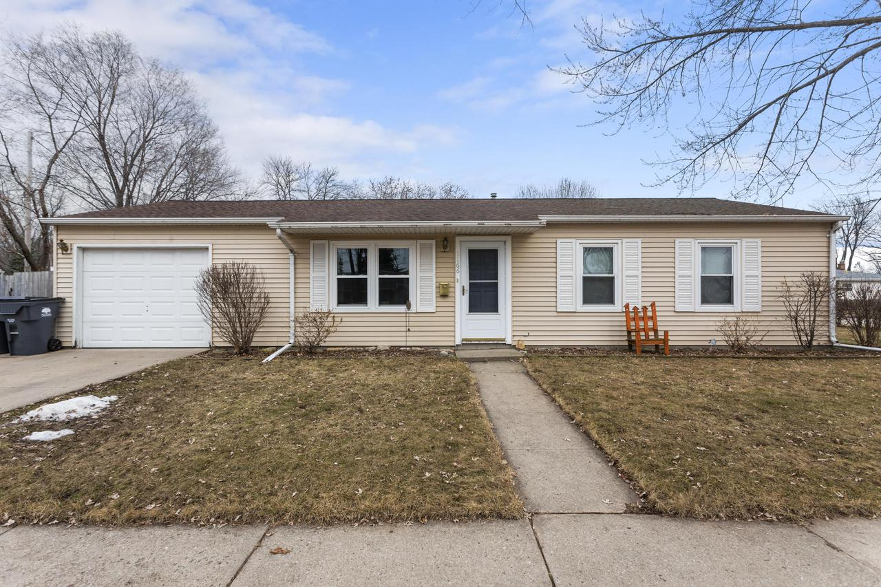1166 Maple St., Neenah, WI 54956