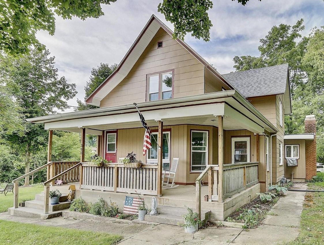305 Mill St., Lowell, WI 53557