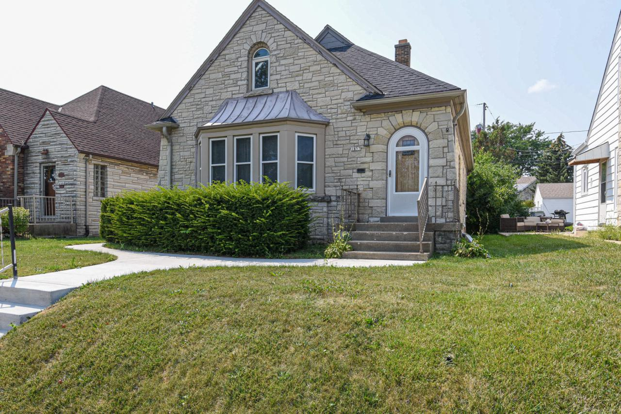 1657 S. 53rd St., West Milwaukee, WI 53214