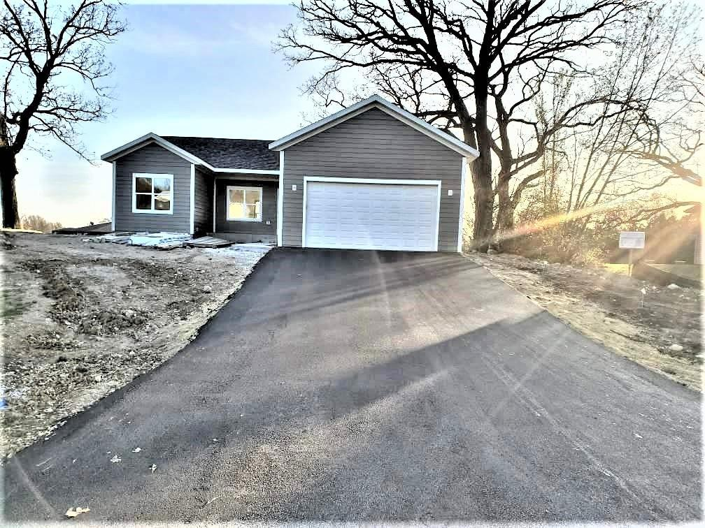 325 Oak Ridge Dr., Darien, WI 53114
