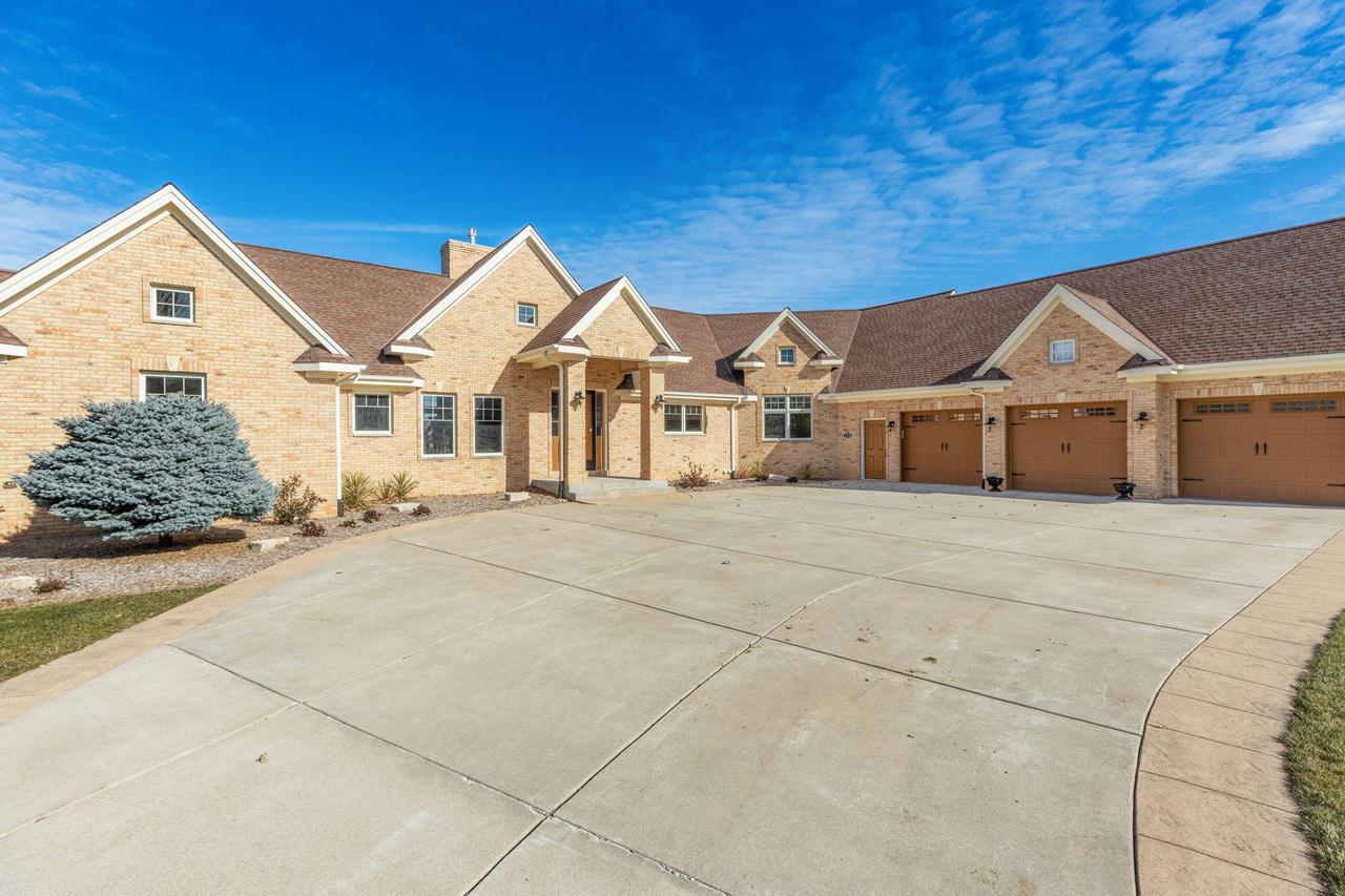 218 Augusta Way, North Prairie, WI 53153
