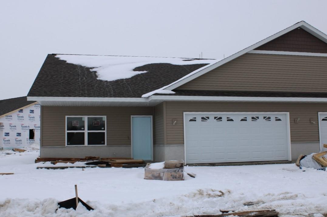 807 Prairie Gardens #32, Kewaskum, WI 53040