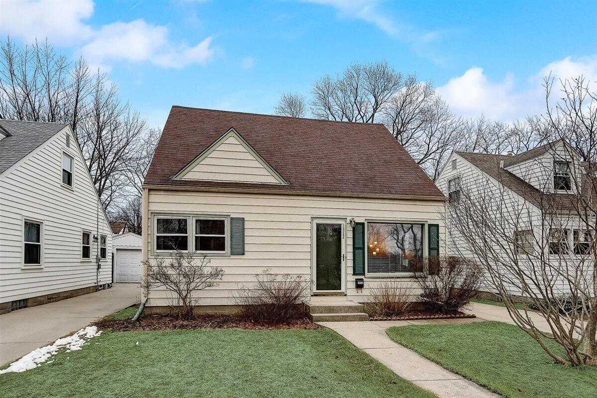 5952 N. Lydell Ave., Whitefish Bay, WI 53217