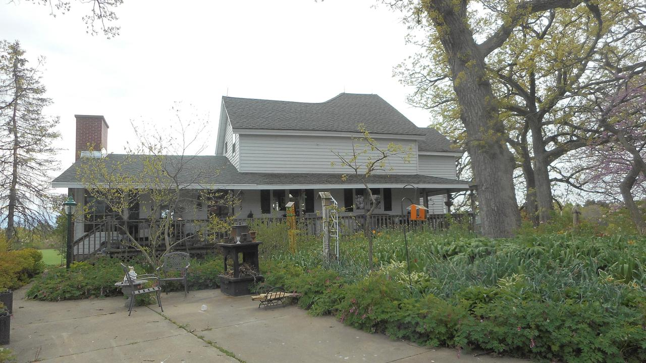 733 N. English Settlement Ave., Rochester, WI 53105
