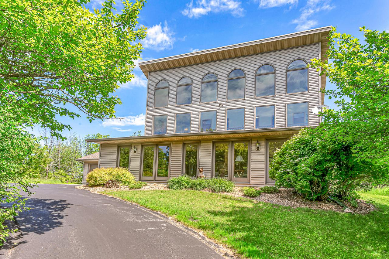 W1094 County Road Hh, New Holstein, WI 53061