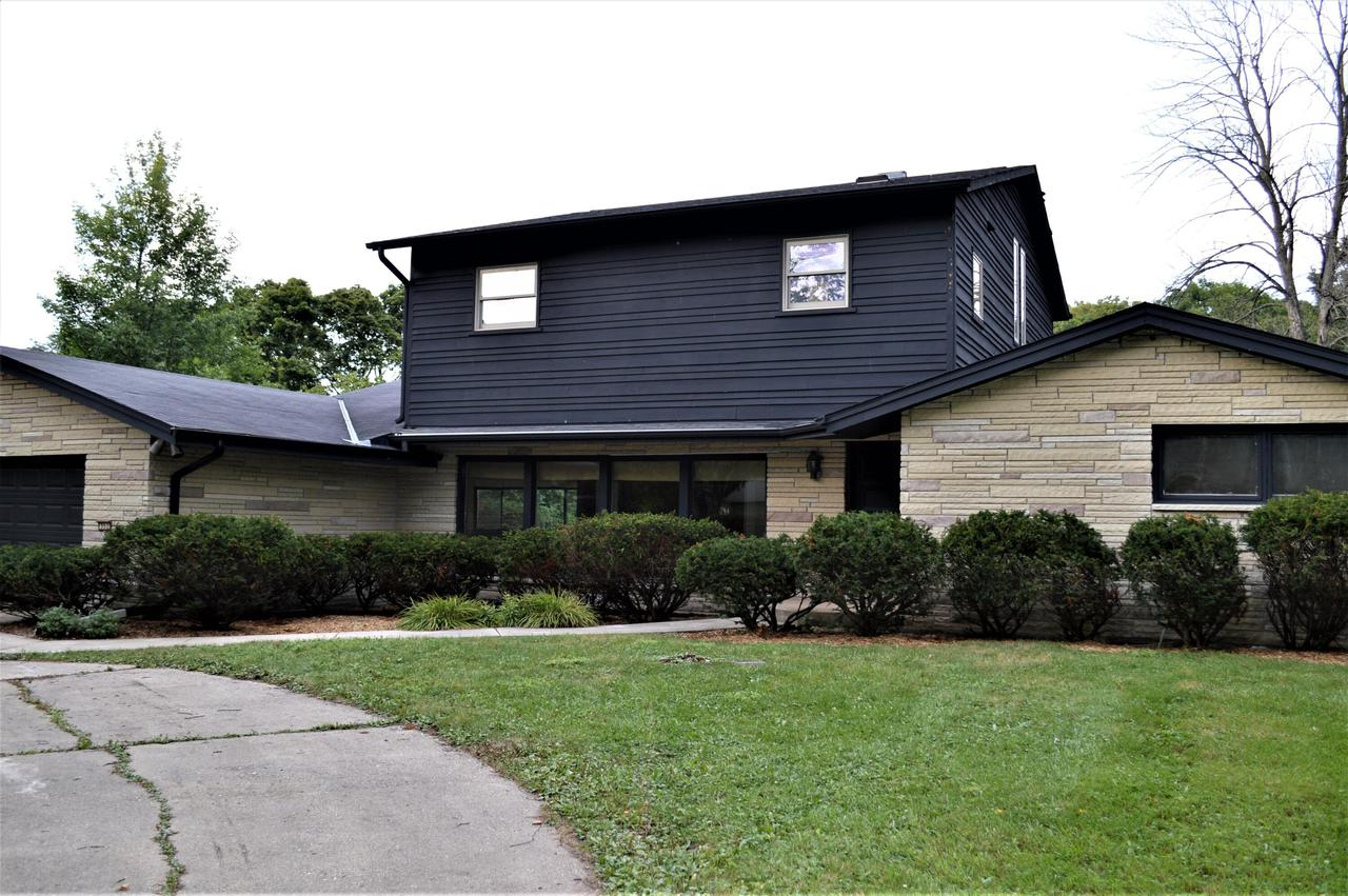 552 E. Bay Point Rd., Bayside, WI 53217