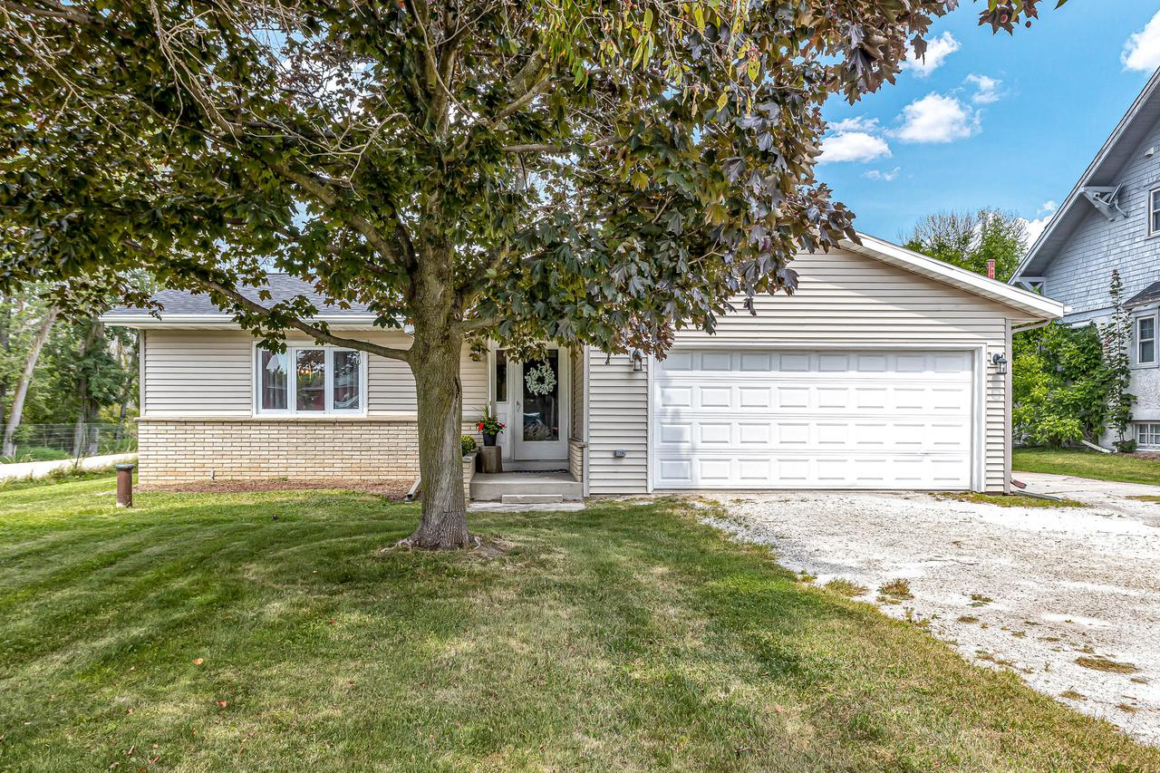 W1036 County Rd Ff, Mosel, WI 53083
