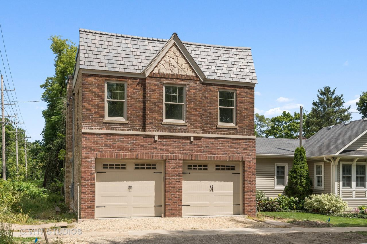 204 Garfield Ave., Libertyville, IL 60048