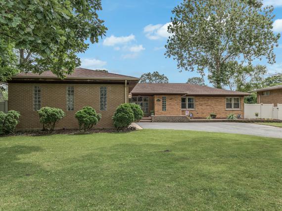4N225 Hawthorne Ave., Bensenville, IL 60106