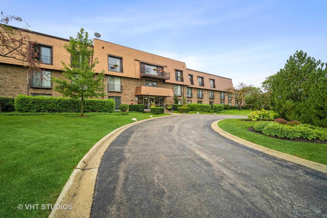 3950 Dundee Rd. #206C, Northbrook, IL 60062